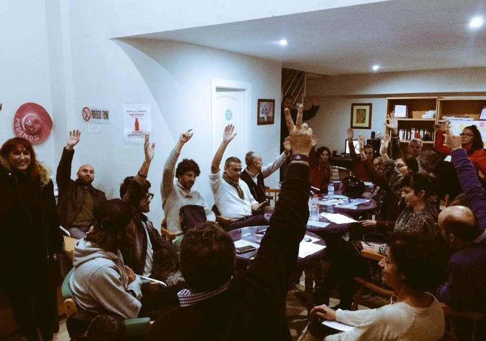 La asamblea de PODEMOS-CSSP ratifica el acuerdo con el Tripartito (PSOE+OSP+IU) para aprobar los presupuestos de Marbella.