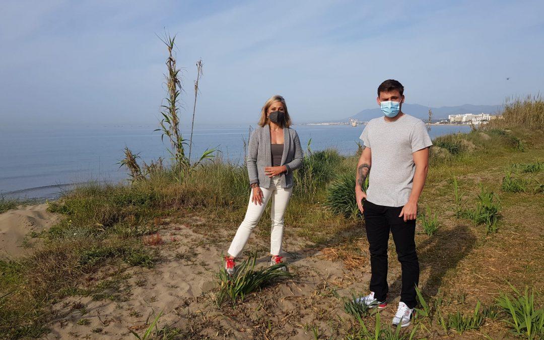 """IU y Podemos denuncian que Ayuntamiento y Junta tramitan """"nuevos ataques al litoral"""" con la autorización de tres chiringuitos de hormigón en zonas dunares de Marbella"""